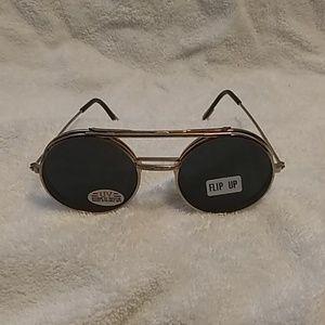 Flip eyeglasses